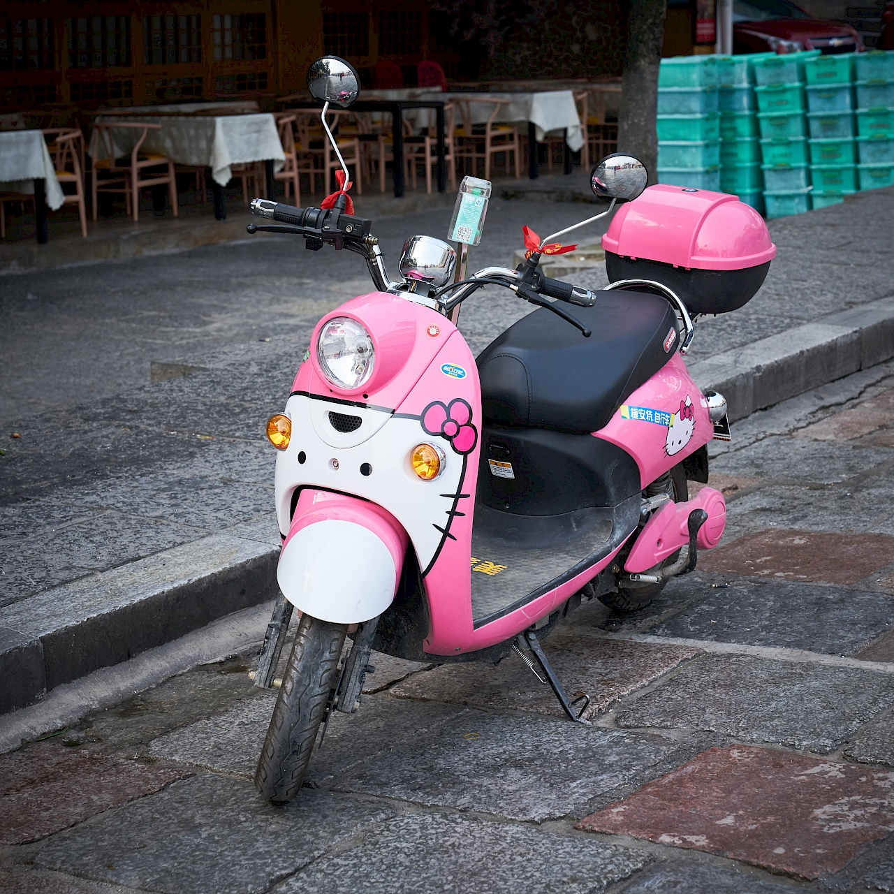 Mein Helly Kitty Electroscooter in Yangshuo (China)